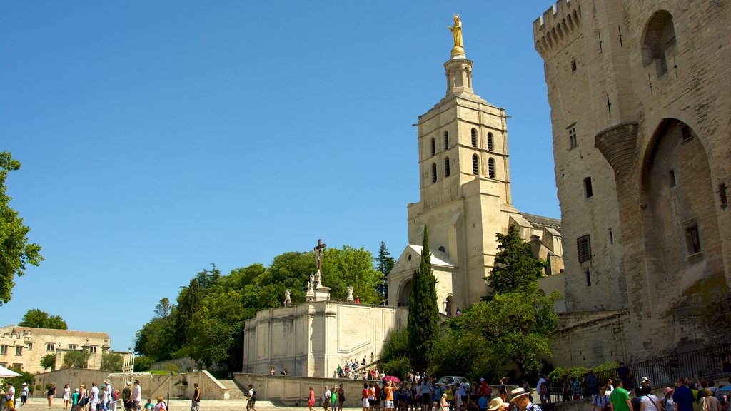 Palais des Papes featuring heritage architecture, a square or plaza and heritage elements