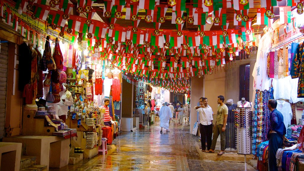 Muttrah Souq showing shopping and interior views