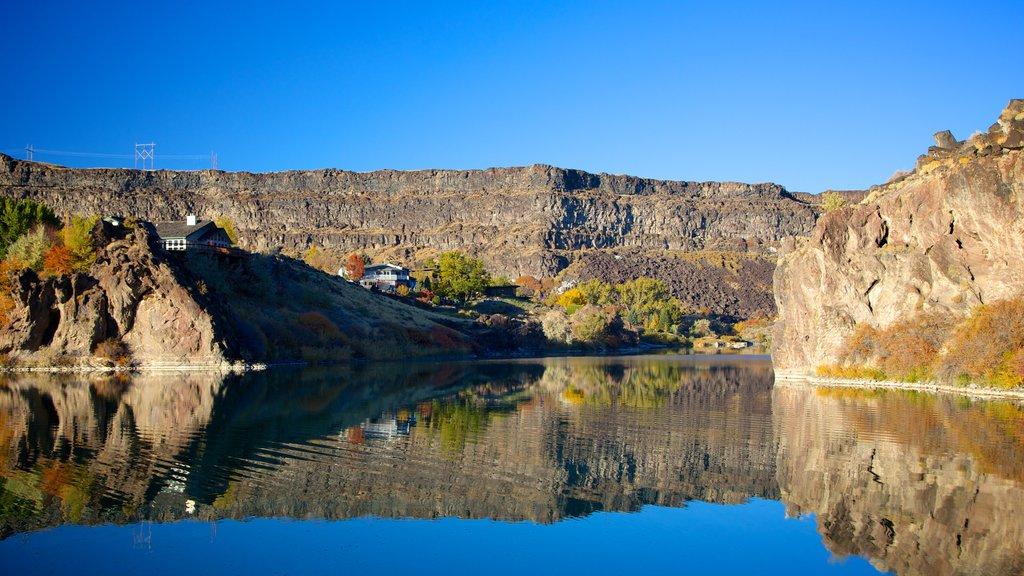 Twin Falls mostrando un barranco o cañón, vistas de paisajes y un río o arroyo