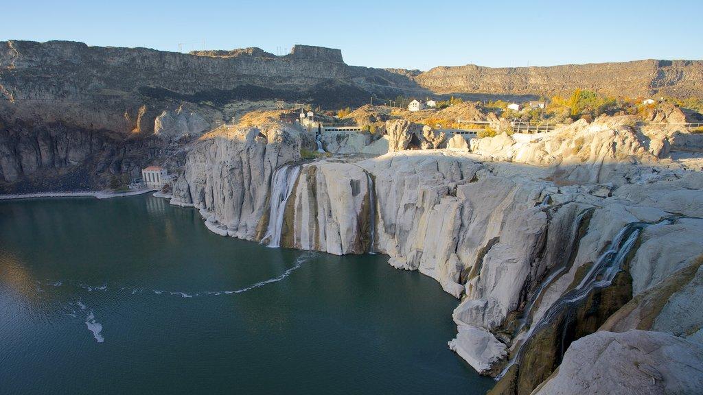 Twin Falls que incluye un río o arroyo y un barranco o cañón