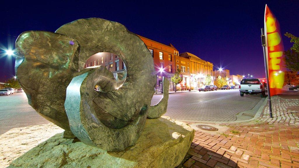Yakima mostrando arte al aire libre y escenas nocturnas