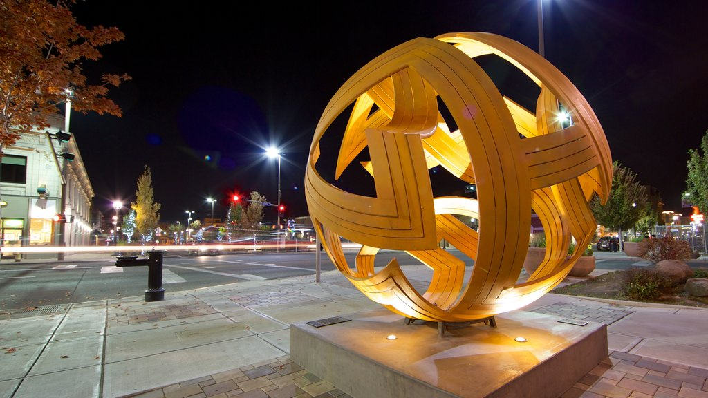 Yakima showing a square or plaza, a city and outdoor art
