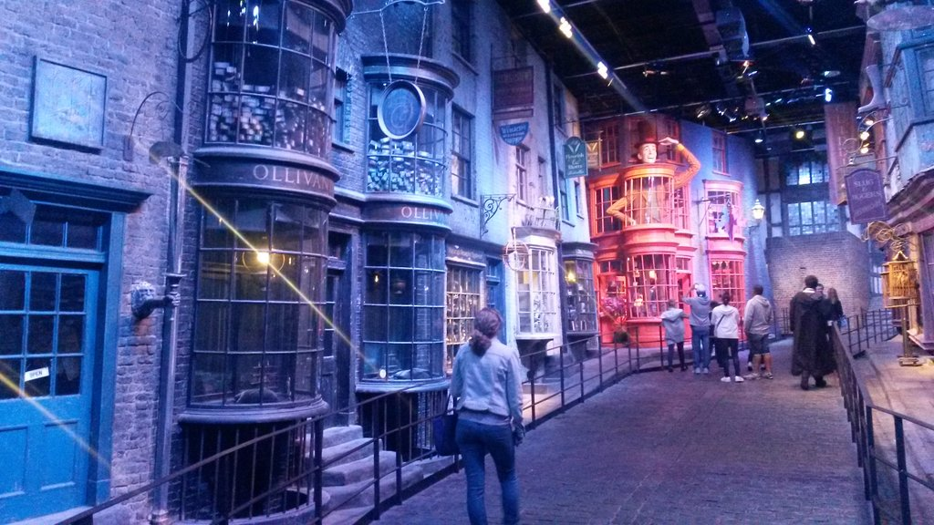 Harry Potter Studio Tour<figcaption>Diagon Alley</figcaption>