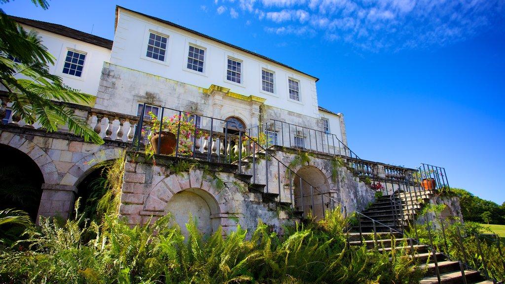 Gran casa Rose Hall ofreciendo una casa y patrimonio de arquitectura