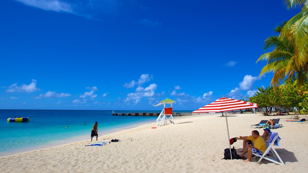 Doctor\'s Cave Beach which includes general coastal views, a sandy beach and tropical scenes