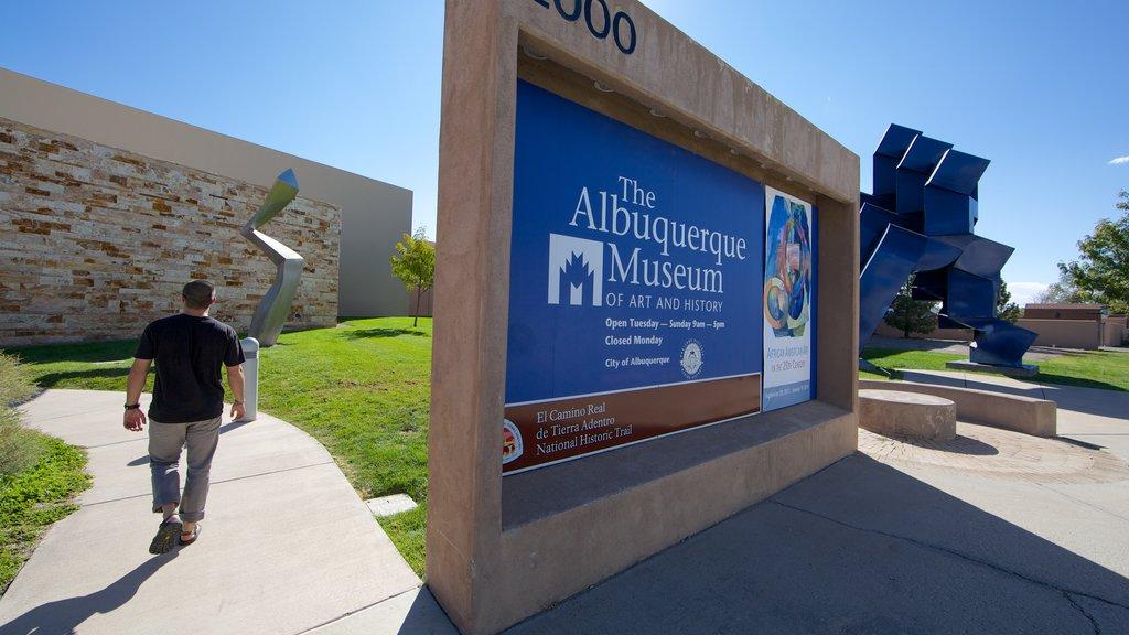 Albuquerque showing signage