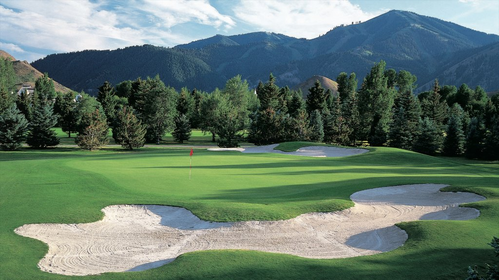 Sun Valley showing golf and mountains