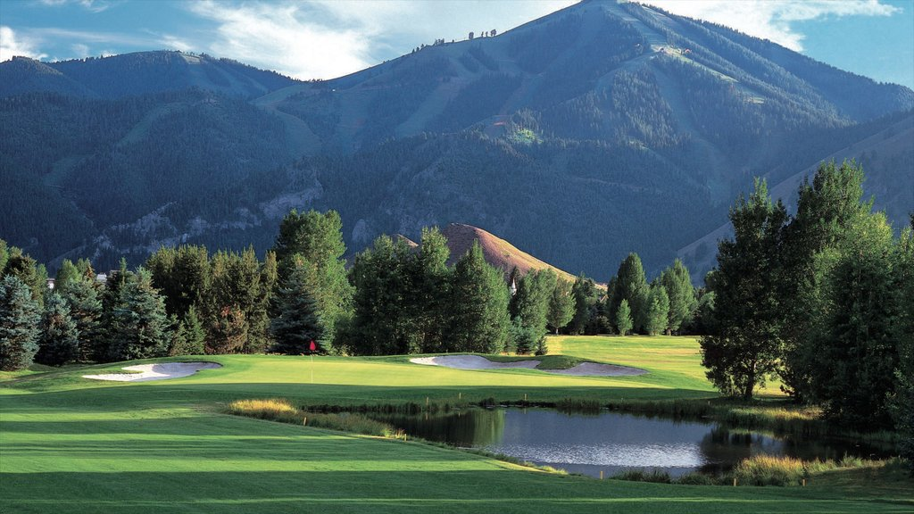 Sun Valley which includes mountains, golf and a pond
