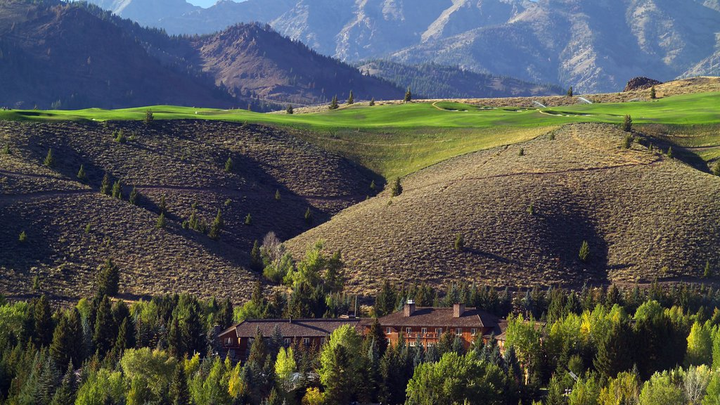 Sun Valley which includes golf, tranquil scenes and mountains