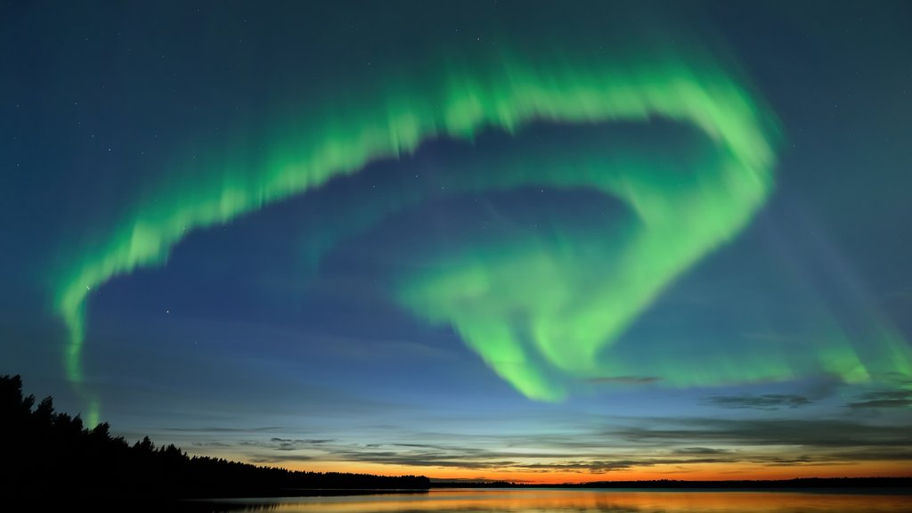 Oulu showing northern lights and night scenes