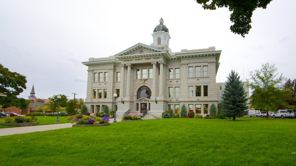 Missoula showing an administrative buidling, heritage architecture and a park