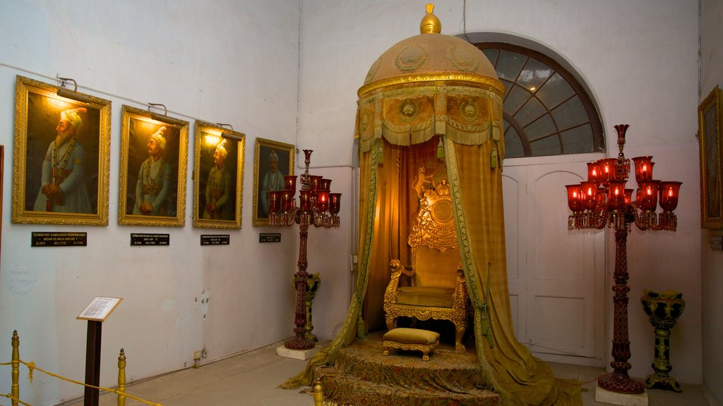 Purani Haveli which includes interior views