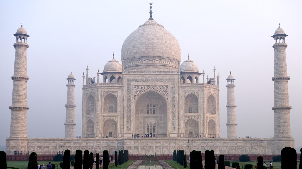 Taj Mahal showing heritage architecture and a monument