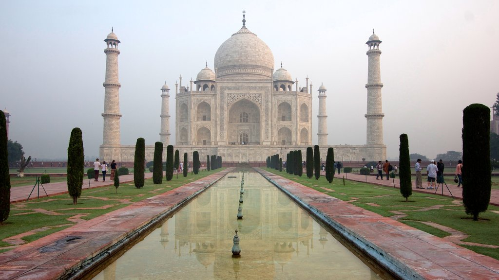 Taj Mahal which includes mist or fog, a fountain and heritage architecture