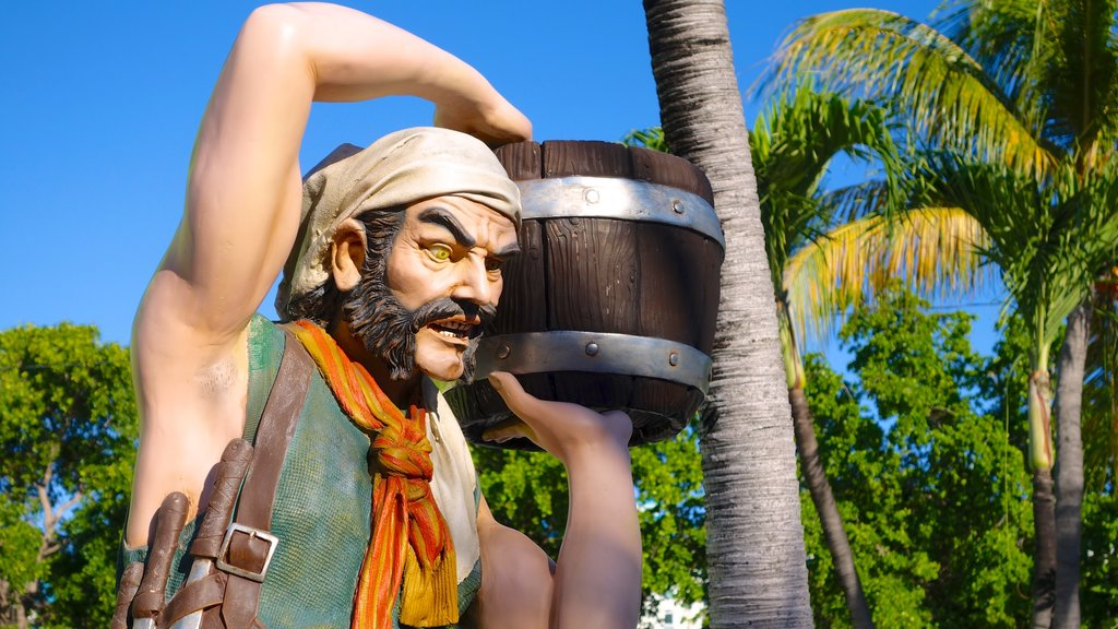 Providenciales showing outdoor art