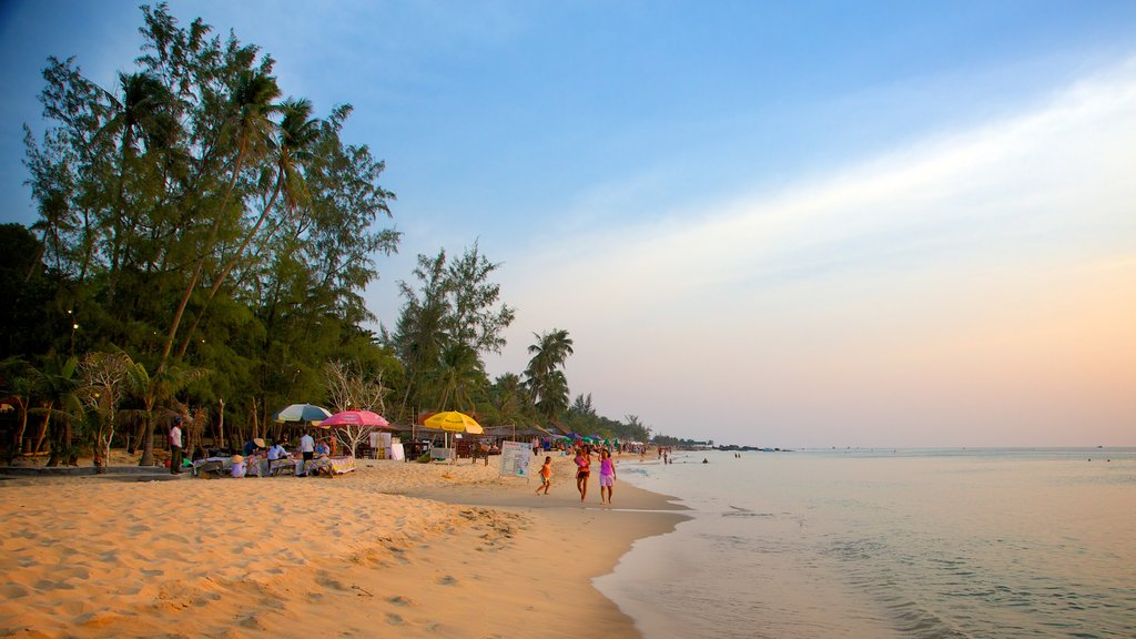 Phu Quoc Beach showing tropical scenes and a beach