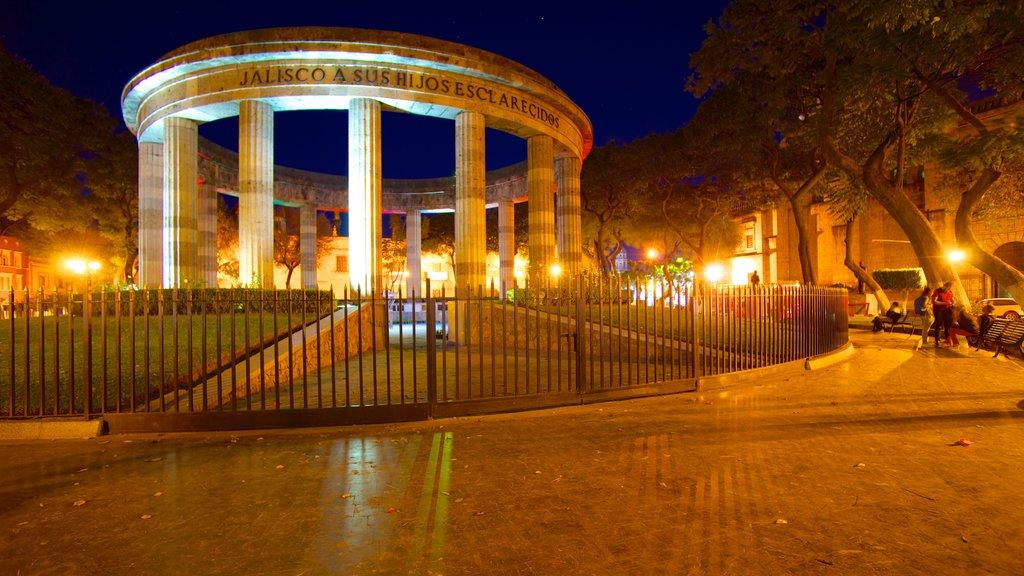 Rotonda de los Hombres Ilustres showing heritage elements, a memorial and night scenes
