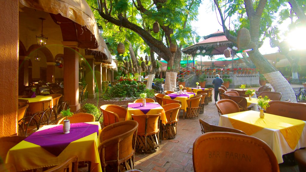 El Parian featuring cafe lifestyle and dining out