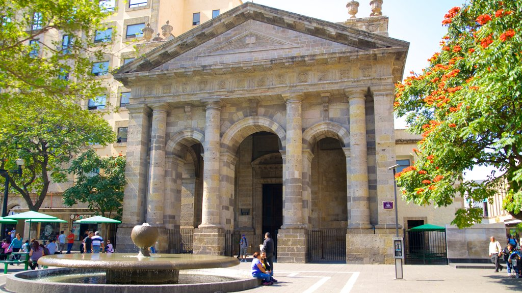 Biblioteca Octavio Paz which includes an administrative buidling, a fountain and heritage architecture