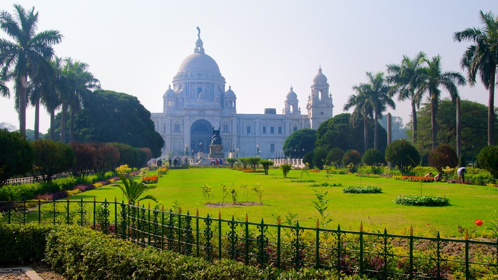 Victoria Memorial which includes heritage architecture, a garden and a memorial