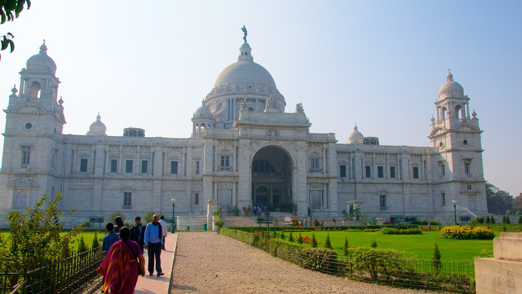 Victoria Memorial which includes a memorial, heritage architecture and a garden