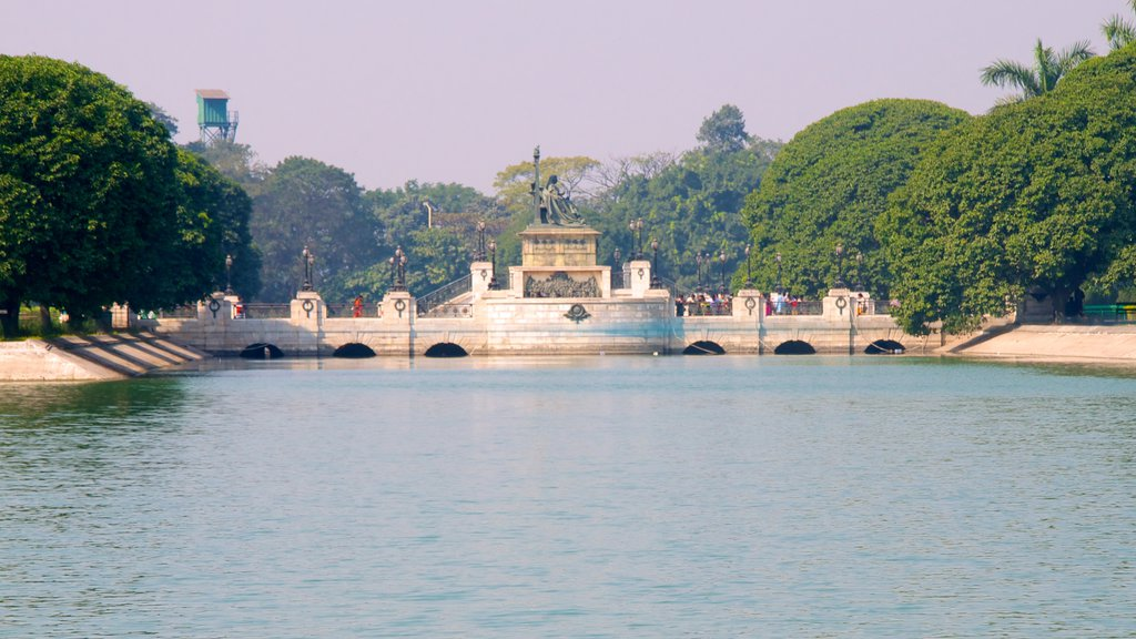 Victoria Memorial which includes a lake or waterhole, a memorial and heritage architecture