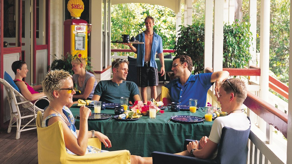 Eumundi featuring dining out and outdoor eating as well as a small group of people