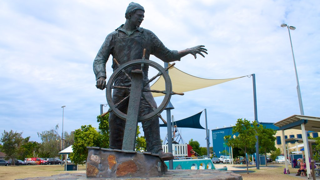 Mooloolaba showing a monument, a playground and a statue or sculpture