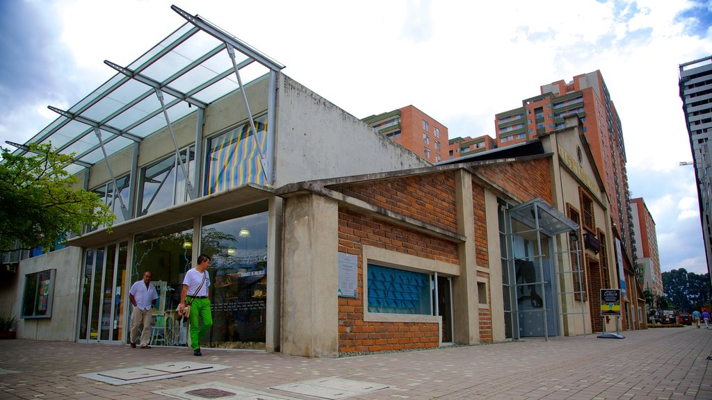 Medellin\'s Museum of Modern Art which includes heritage elements and street scenes