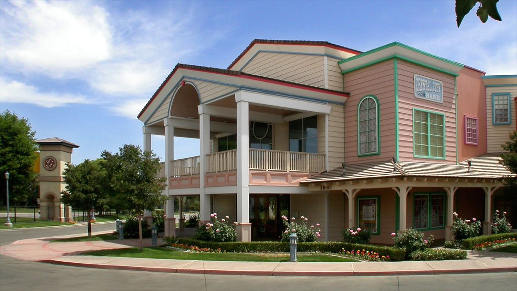 Bakersfield which includes heritage architecture and a house
