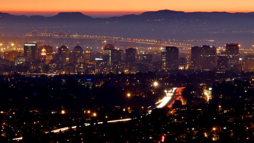 Oakland which includes a city, night scenes and skyline