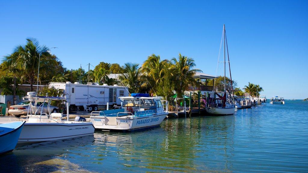 Marathon featuring a coastal town and a bay or harbor