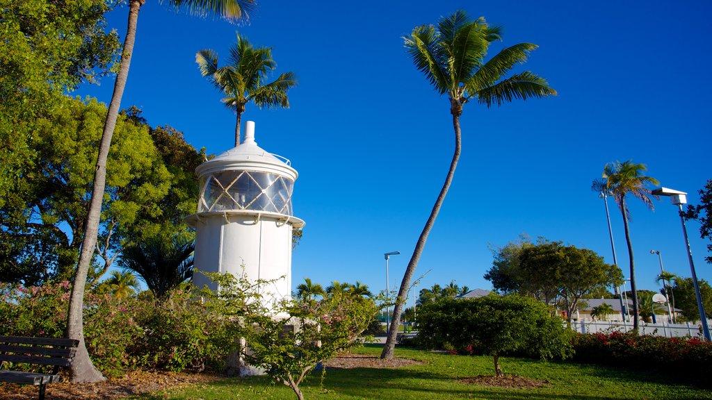 Islamorada showing a lighthouse and a garden