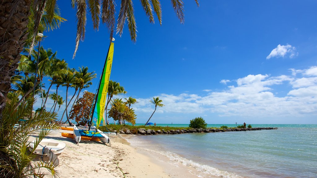 Smathers Beach which includes tropical scenes, a beach and boating