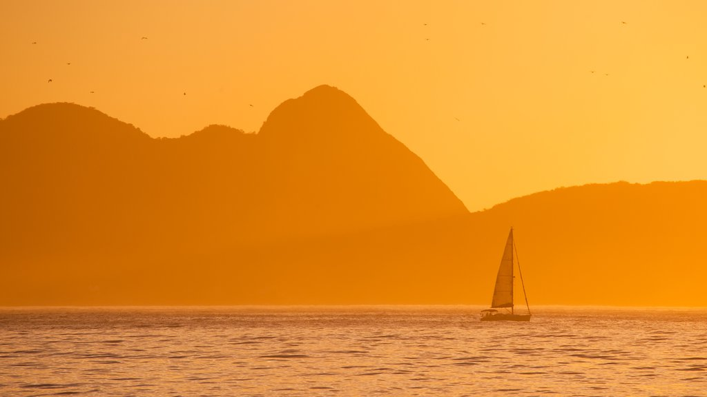 Copacabana Beach which includes general coastal views, sailing and a sunset