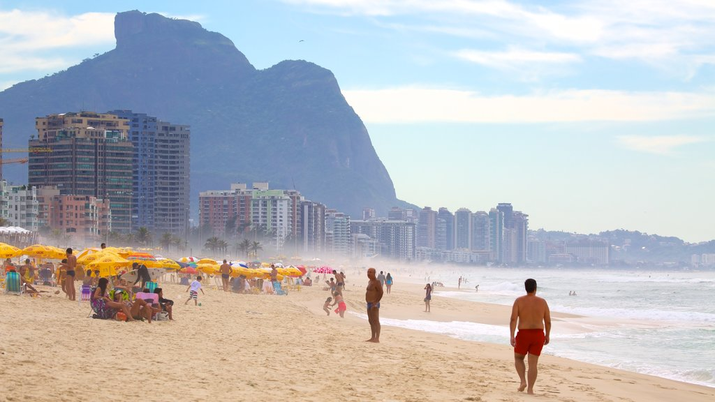 Barra da Tijuca featuring a sandy beach
