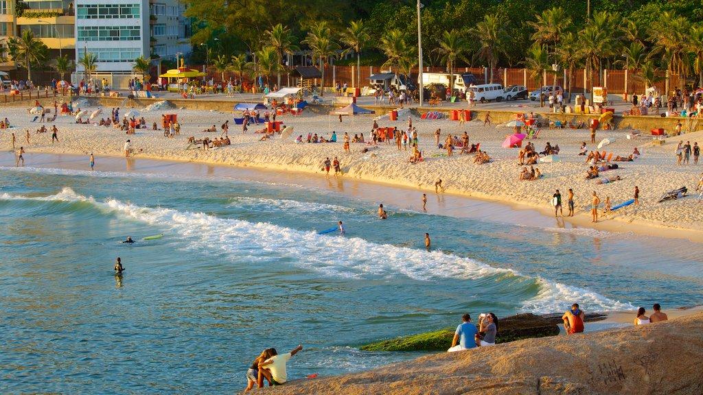 Rio de Janeiro showing a sandy beach