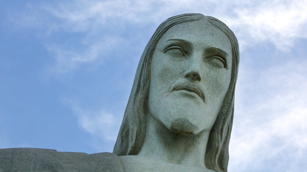 Corcovado showing a statue or sculpture