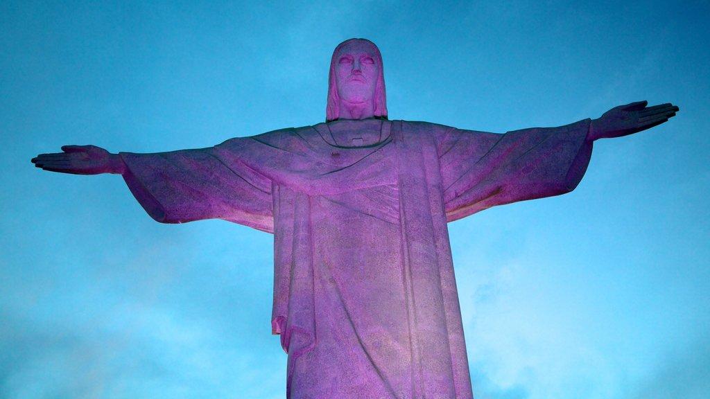 Corcovado caracterizando uma estátua ou escultura