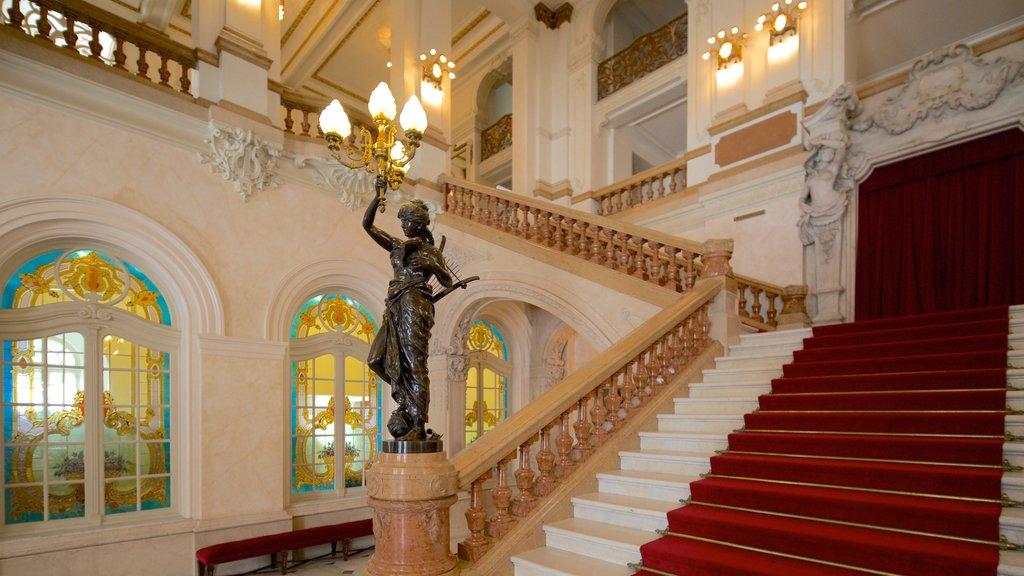 Teatro Municipal caracterizando uma estátua ou escultura, vistas internas e cenas de teatro