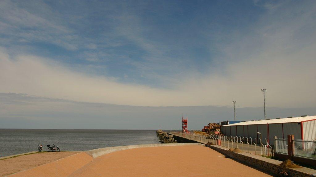 Montevideo showing general coastal views