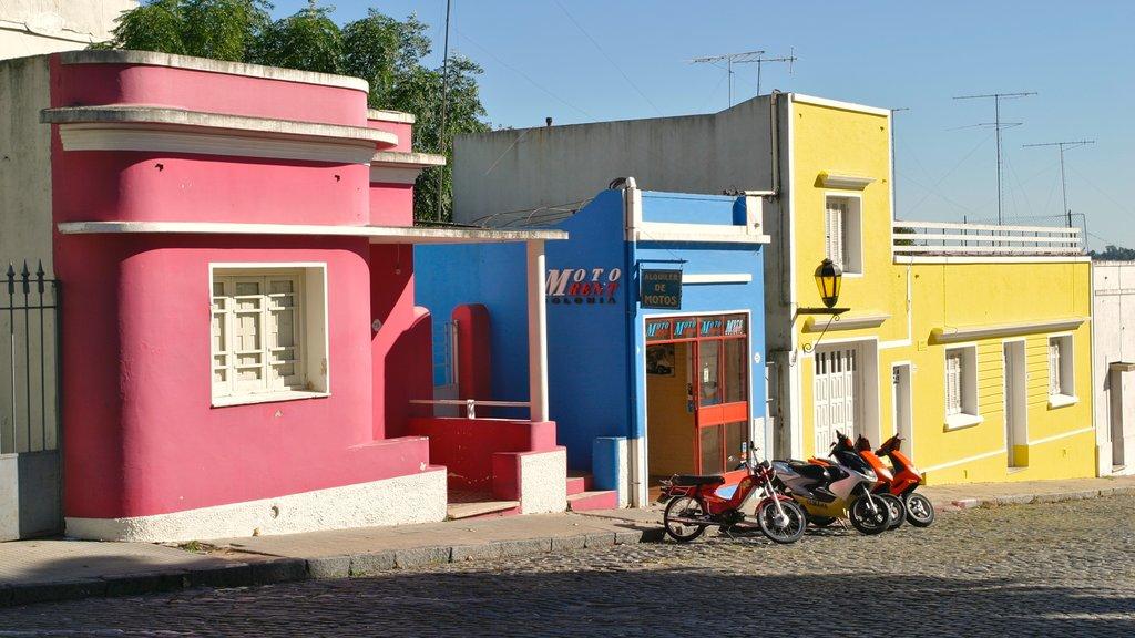 Colonia del Sacramento showing a house
