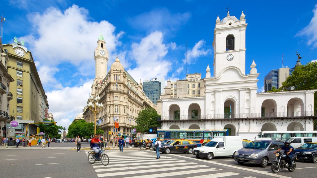 Cabildo featuring heritage architecture, street scenes and a city