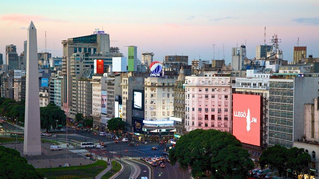 Buenos Aires que incluye una puesta de sol y una ciudad