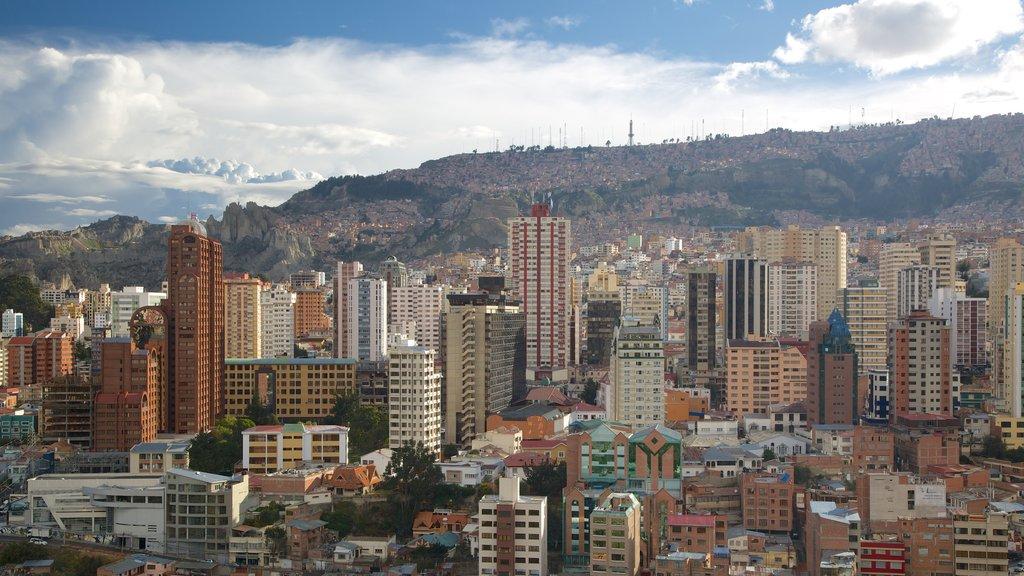 La Paz showing a city