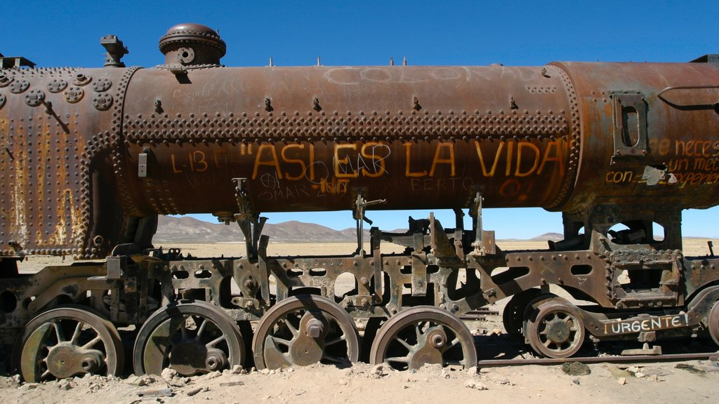 Uyuni showing railway items and building ruins