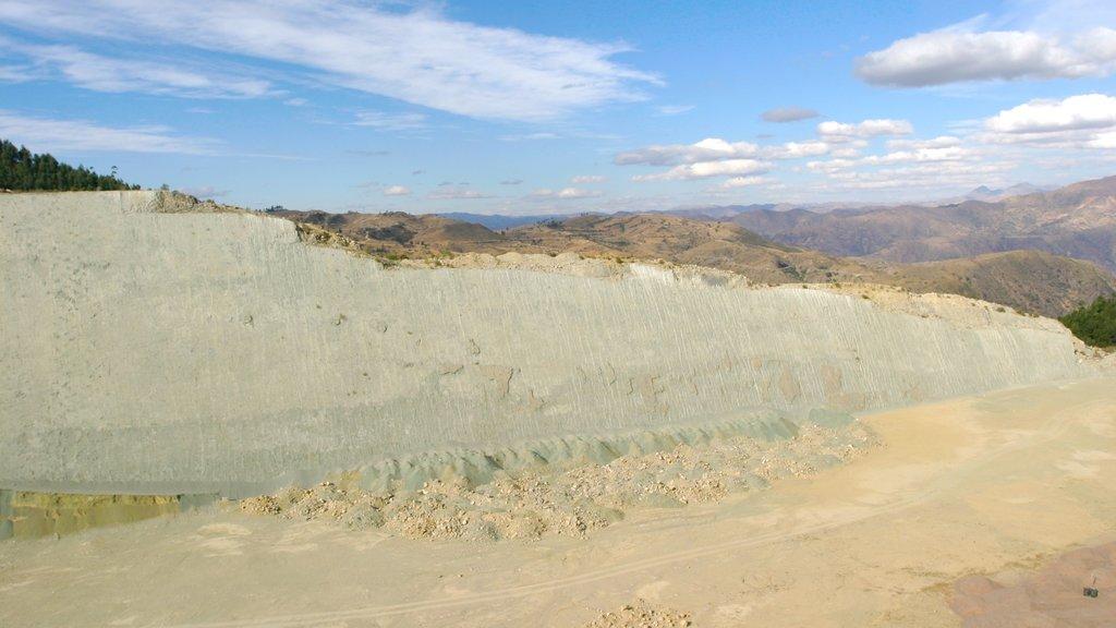 Sucre featuring desert views
