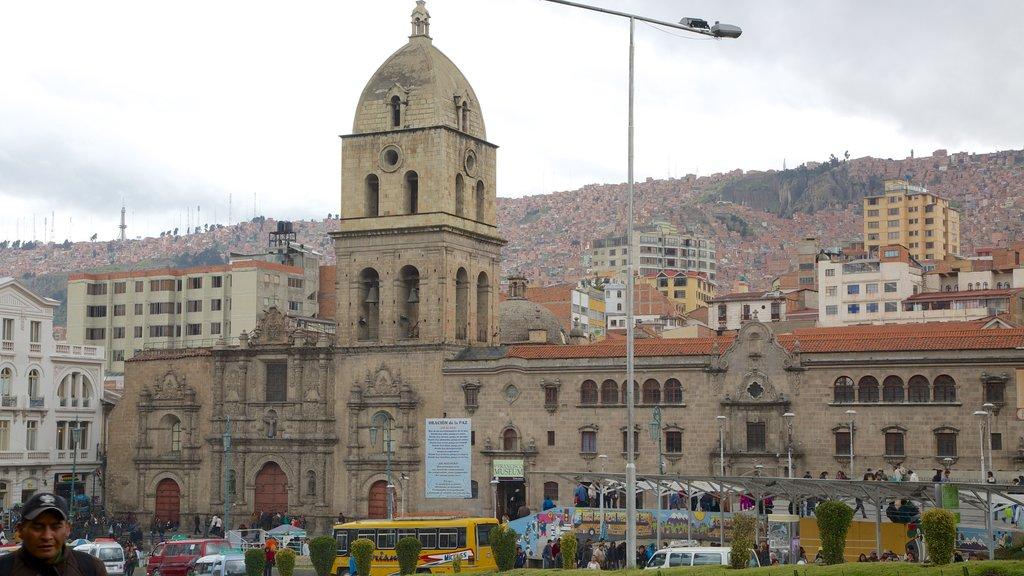 Iglesia de San Francisco mostrando una ciudad, una iglesia o catedral y patrimonio de arquitectura