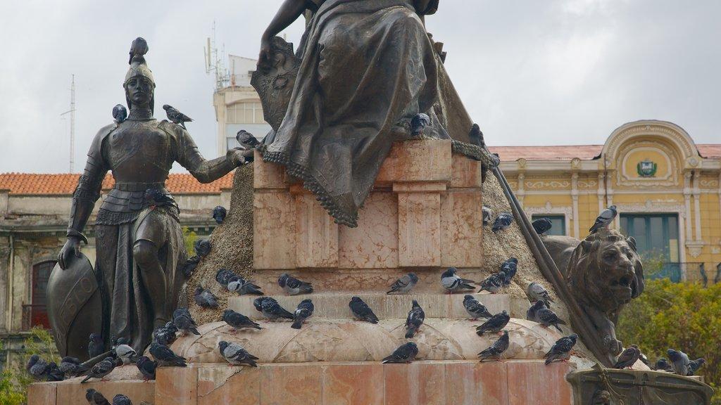 Plaza Murillo ofreciendo una estatua o escultura