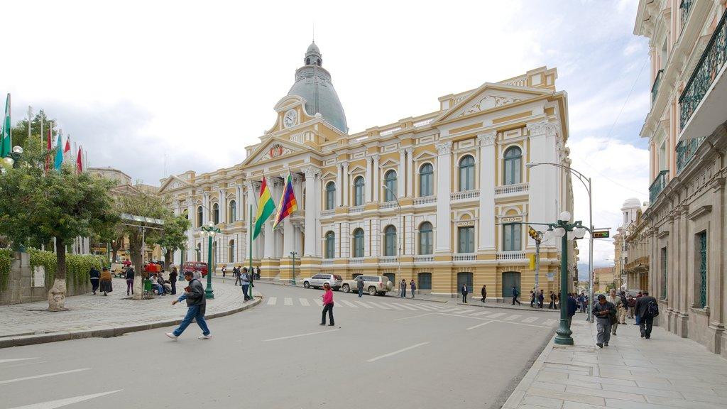 Plaza Murillo mostrando una ciudad y patrimonio de arquitectura